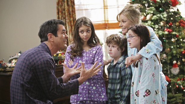 Modern Family - Undeck the Halls