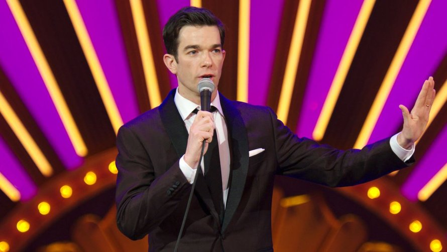 John Mulaney in comedyspecial Kid Gorgeous at Radio City op Netflix