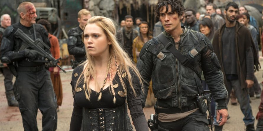 Eliza Taylor als Clarke Griffin en Bob Morley als Bellamy Blake in The 100