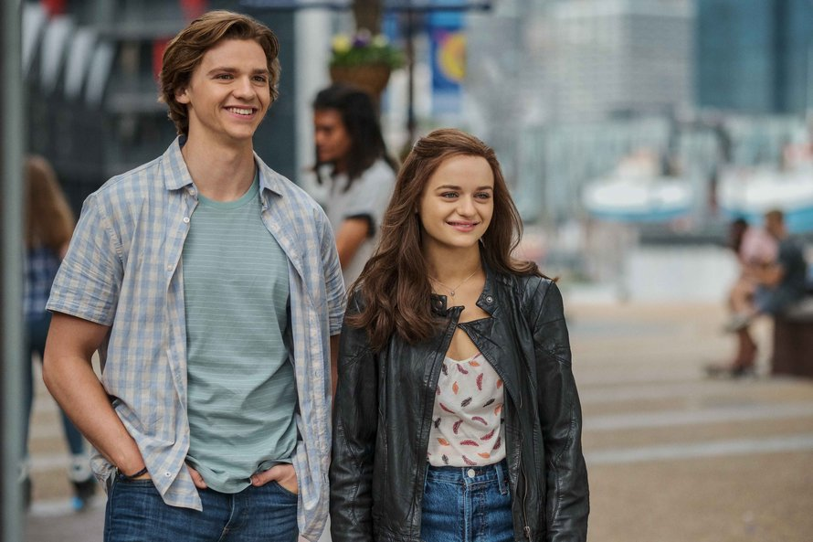 Joel Courtney en Joey King in The Kissing Booth 2